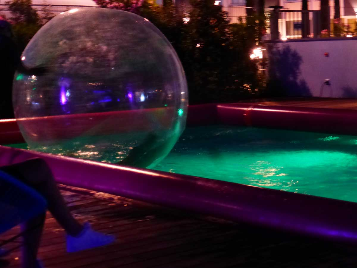 Boules water ball loutafete com for Piscine a balle gonflable